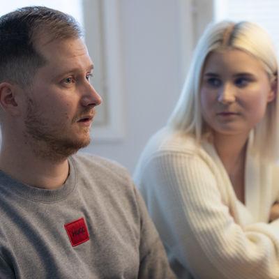 Keminmaalainen avopari Tero Lehtisalo ja Tia-Maria Korhonen on työskennellyt tai työskentelee vielä viimeisiä hetkiä Stora Enson Veitsiluodon tehtailla.