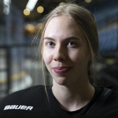 Elisa Holopainen.