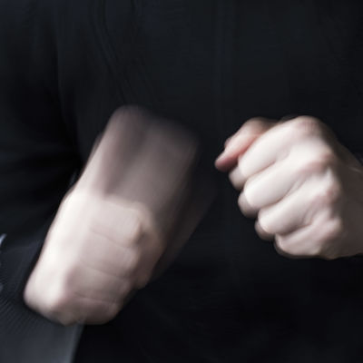 Våldsamma händer.