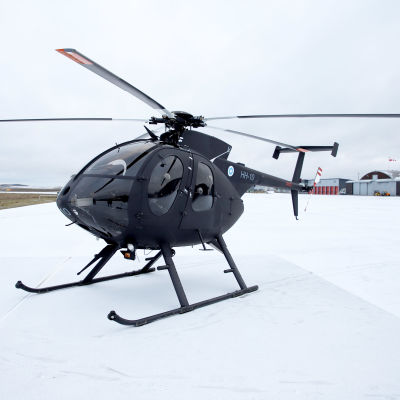 Musta MD-helikopteri