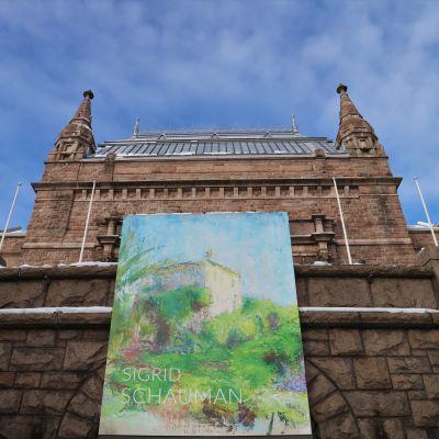 Åbo konstmuseum, längst fram en skylt som presenterar utställningen.
