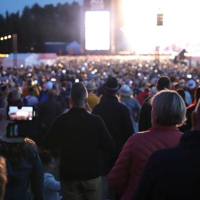 Yleisöä konsertissa