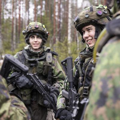 Varusmiehiä Kaakko 19 -sotaharjoituksessa.