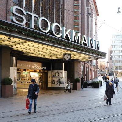 Huvudingången till Stockmanns varuhus i Helsingfors.