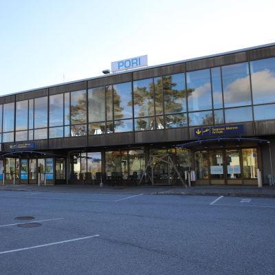 Porin lentoasema