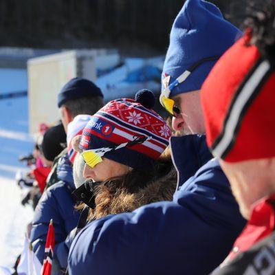 Yleisöä ladun varressa Salpausselän kisoissa lauantaina 29.2.2020.