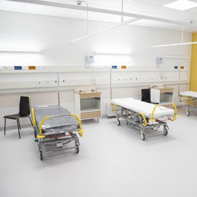 Sairaalasänkyjä.