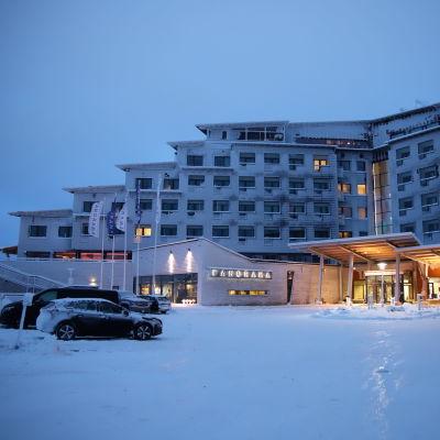Levin rinteessä sijaitseva Hotelli Panorama ulkoa