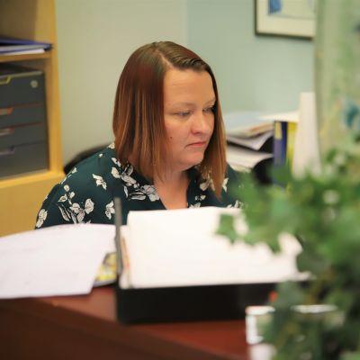 Kouvolan matkatoimiston toimistopäällikkö Heidi Laukas.