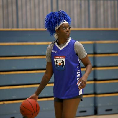koripalloilija Zykera Rice harjoituksissa