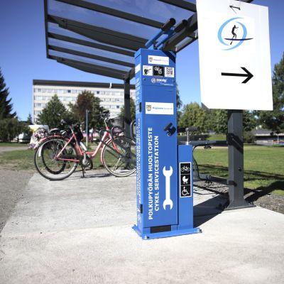 Pyörän huoltopiste Kajaanin kauppatorilla