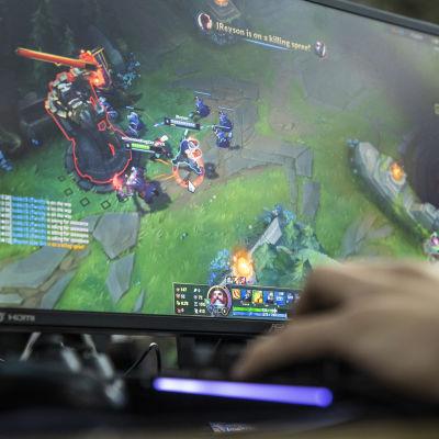 Pelaaja pelaamassa Gyostage -lähiverkkotapahtumassa