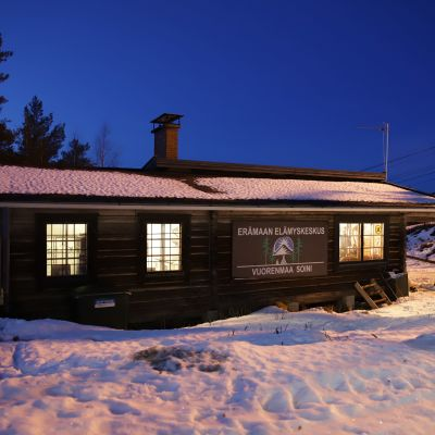 Vuorenmaan rinnehiihtokeskuksen rinneravintola täyttyi kiinnostuneista kuntalaisista tiistain keskustelutilaisuudessa 18.2.