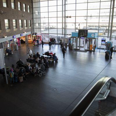 Jyväskylän matkakeskuksen aula.