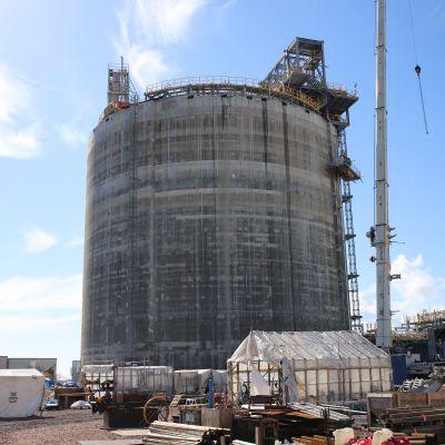 LNG-vastaanottoterminaali Haminan satamassa.