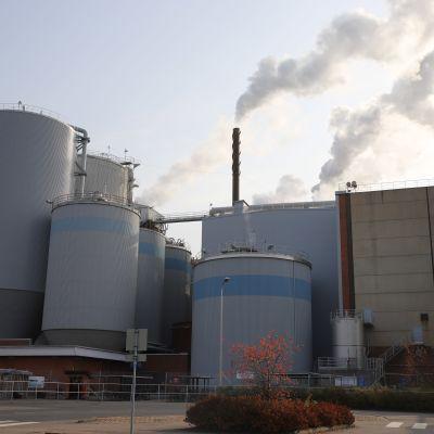 UPM Kymin paperitehdas Kouvolan Kuusankoskella.
