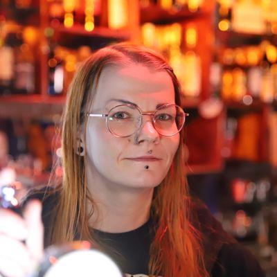 Laura Penttilä on ravintoloitsijana seinäjokelaisessa Bar 15:sta