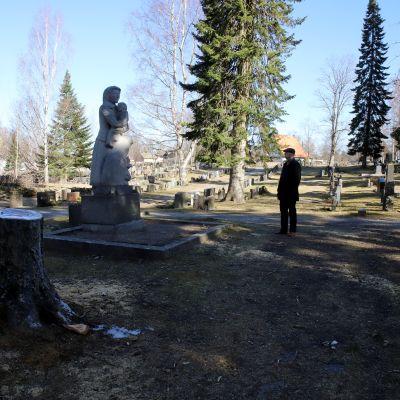 Heinolan keskustan hautausmaan punaisten 1918 sisällissodassa kaatuneiden muistomerkki.