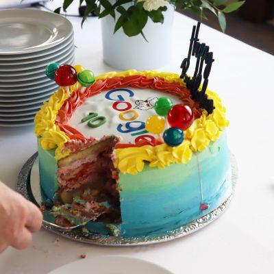 Googlen datakeskus Haminassa 10 vuotta -tilaisuuden juhlakakku.