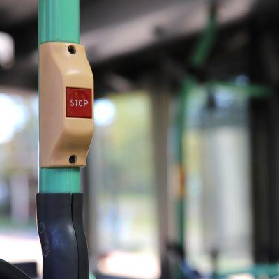 Bussin stop-nappula.