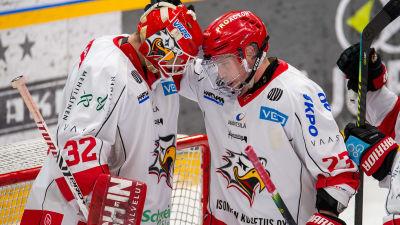 Niko Hovinen och Turo Asplund efter seger i Sport.