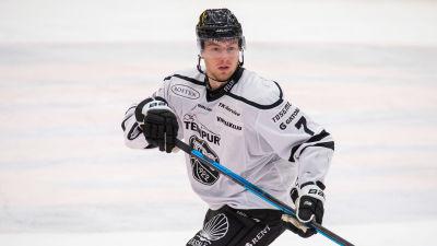 Johan Ivarsson på isen.