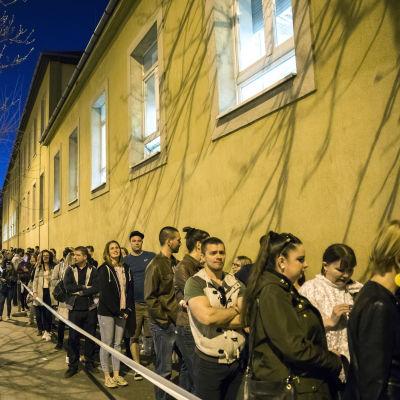 Kö utanför vallokal i Budapest.
