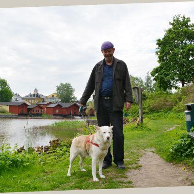 Arkitekt Lauri Rissanen och hunden Vilma