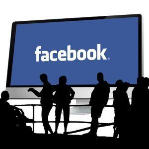 Ihmisiä ja facebook