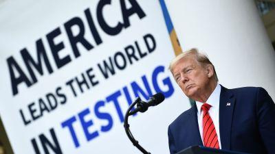 """Under sin presskonferens i Vita husets rosenträdgård talade Trump mycket om hur USA är """"världsledande"""" vad gäller coronatestning."""