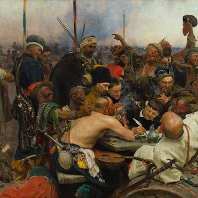 Ilja Repin: Zaporogit kirjoittamassa pilkkakirjettä Turkin sulttaanille. Mies kirjoittaa kirjettä väkijoukon keskellä.