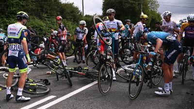 Stor krasch i Tour de France.