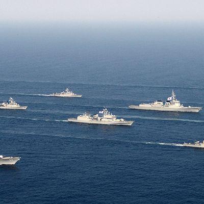Etelä-Korean ja Yhdysvaltain sota-alukset sotaharjoituksissa Japaninmerellä.