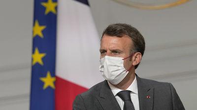 Emmanuel Macron med munskydd.