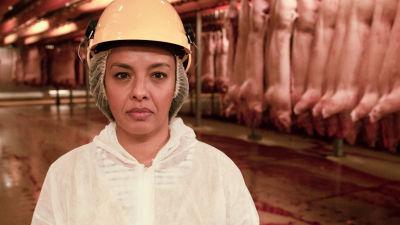 Biologi Liz Bonnin tutkii lihantuotannon ympäristövaikutuksia.