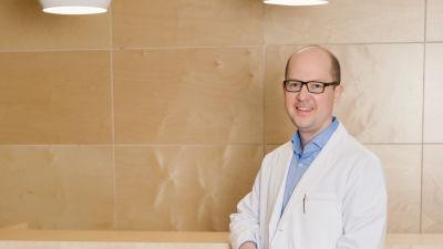 Hudläkare Carl Kyrklund.