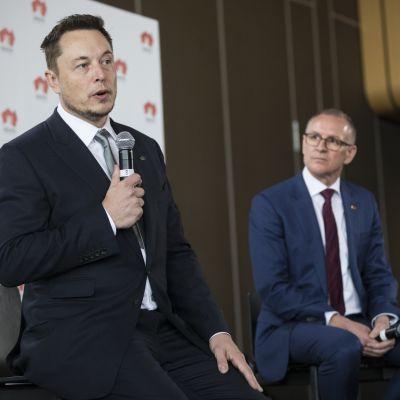 Elon Musk och södra Australiens regeringschef Jay Weatherill.