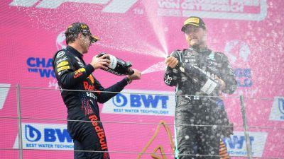 Max Verstappen och Valtteri Bottas på prispallen.