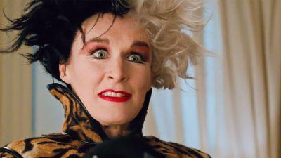 Närbild på Cruella (Glenn Close) i filmen 101 Dalmatians.