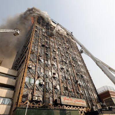 Det 15 våningar höga huset heter Plasco och är byggt på sextiotalet.