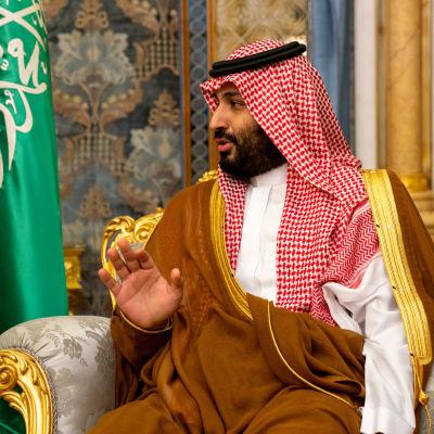Saudiarabiens kronprins Mohammad bin Salman under ett möte med USA:s utrikesminister Mike Pompeo i Jeddah, Saudiarabien den 18 september.