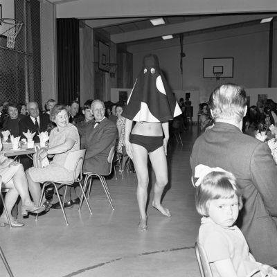 Muotinäytös 1960-luvun lopulla