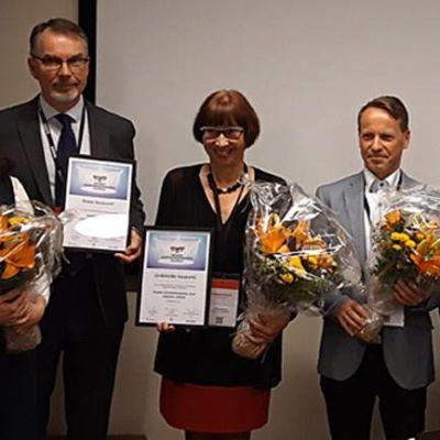 Vuoden kiertotalouskunta -palkinnon saajat Kuntatalolla Helsingissä 11.9.2019, mukana voittajakunnan Jyväskylän edustajat.