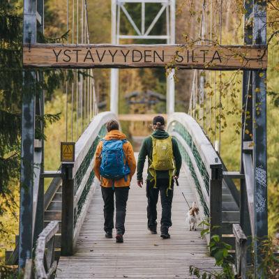 Ystävyyden silta Vikakönkäällä Rovaniemellä.