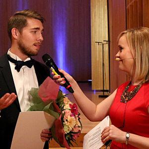 Kilapilun voittaja Aarne Pelkonen Riikka Holopaisen haastattelussa.