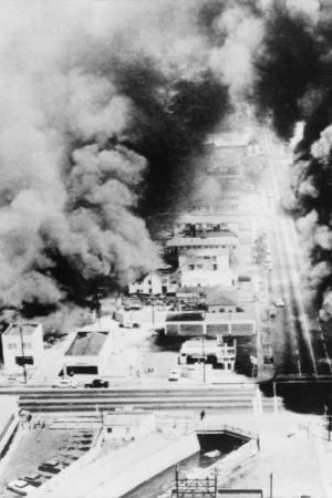Hus brinner i Los Angeles, 1965