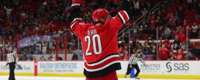 Sebastian Aho firar ett mål.