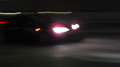 bil i mörker