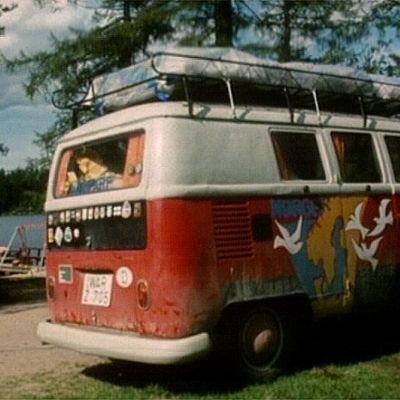 Volkswagen Kleinbus retkeilyalueella 1970-luvulla.