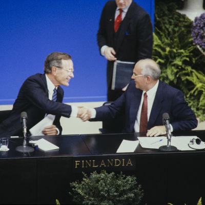 Helsinki Summit. Neuvostoliiton presidentti Mihail Gorbatshovin ja Yhdysvaltain presidentti George Bushin tapaaminen Helsingissä